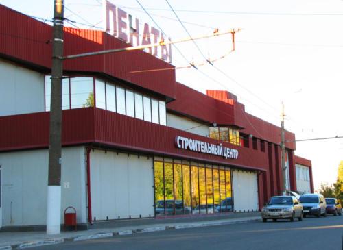 """Слева от магазина """"Пенаты"""" вход на полигон"""